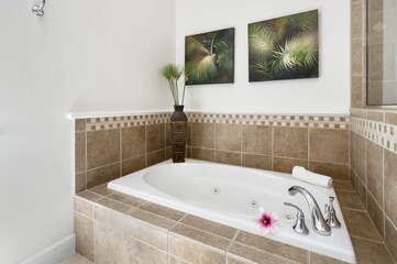Picture of the Bathtub in our Mauna Lani Rental