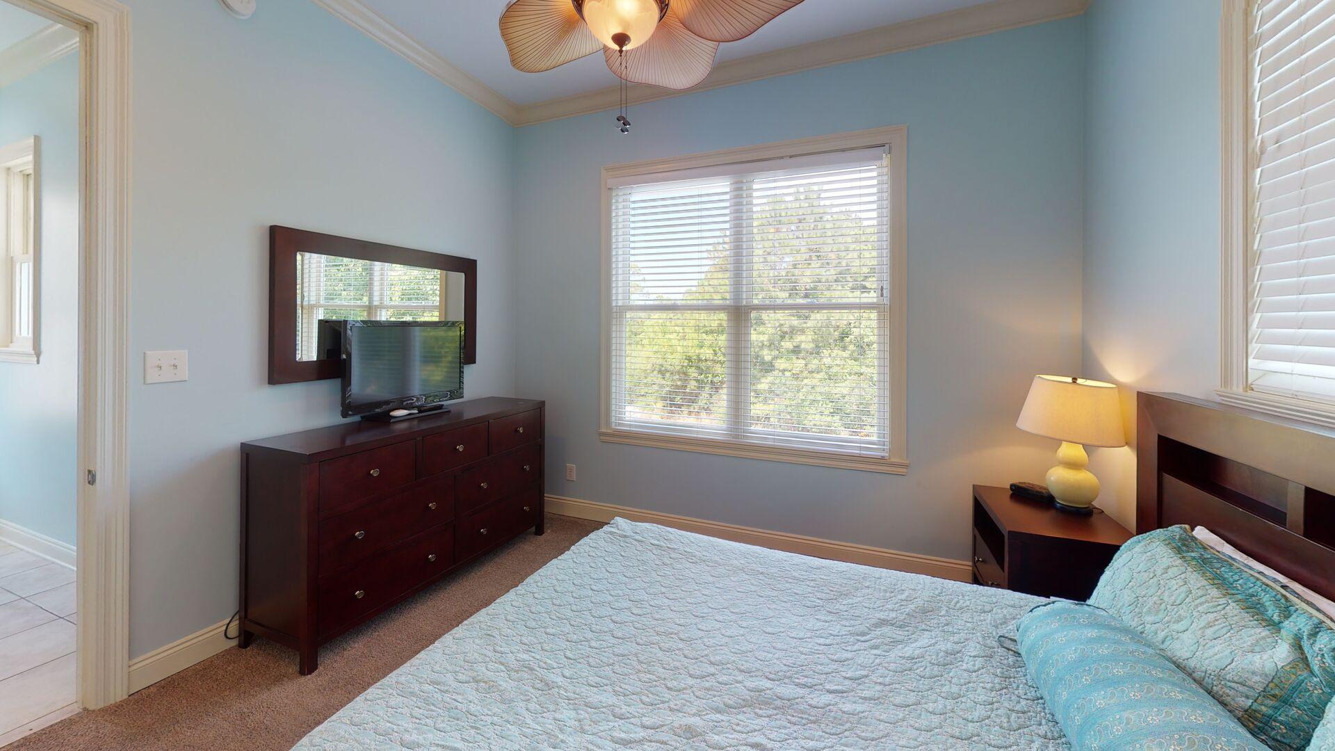 2nd floor bedroom 1 has a queen bed and TV