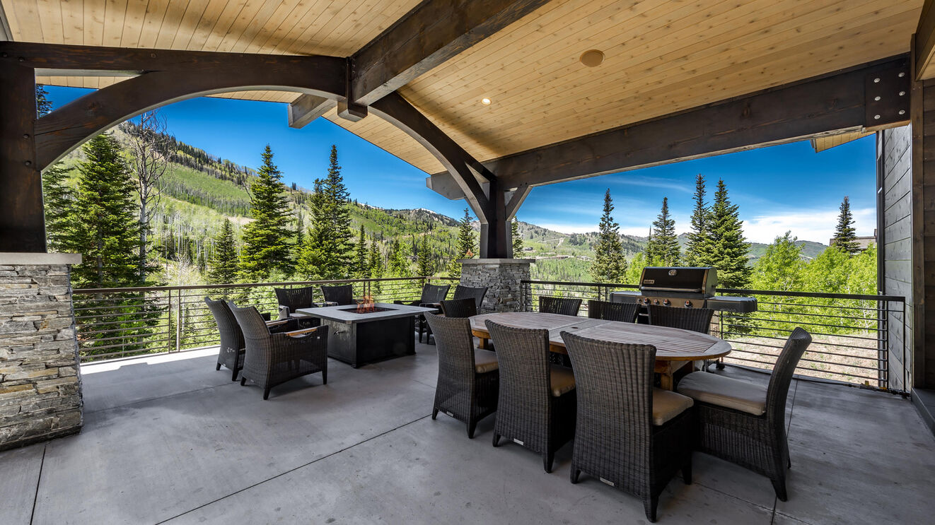 Balcony Outdoor Dining & BBQ Area