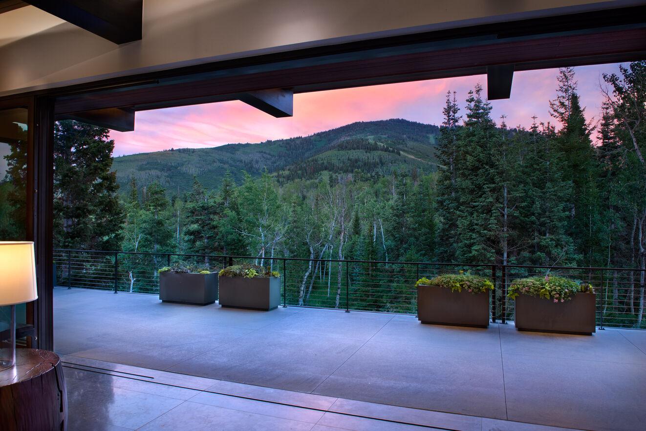 Veranda & Mountain Views