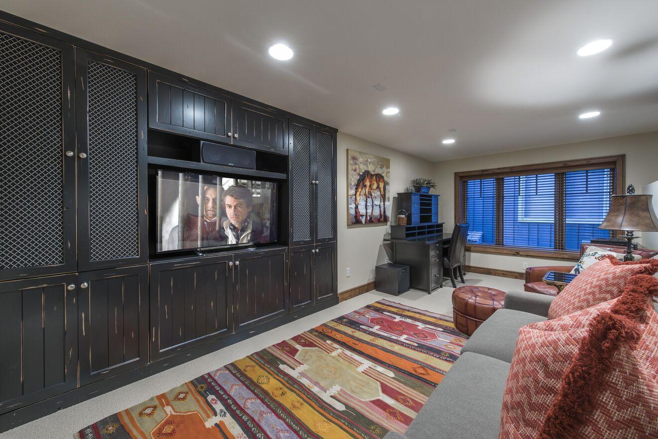 Media Room (Mid-level)