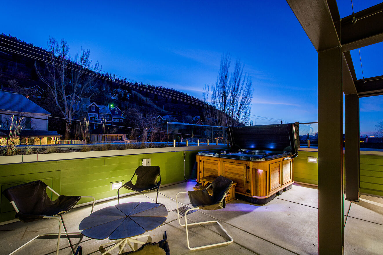 Master Suite Private Deck with Hot Tub