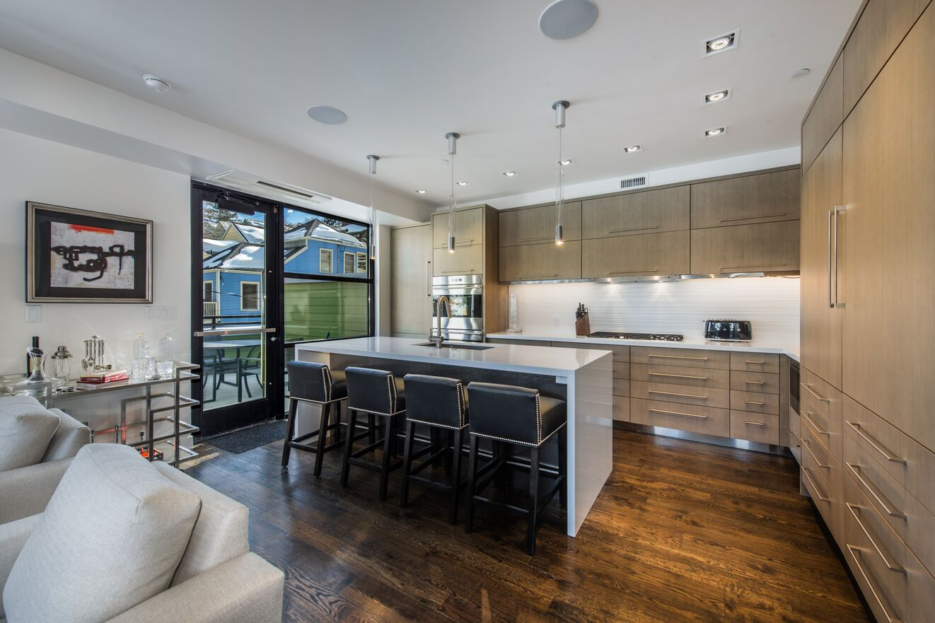 Gourmet Kitchen and Breakfast Bar