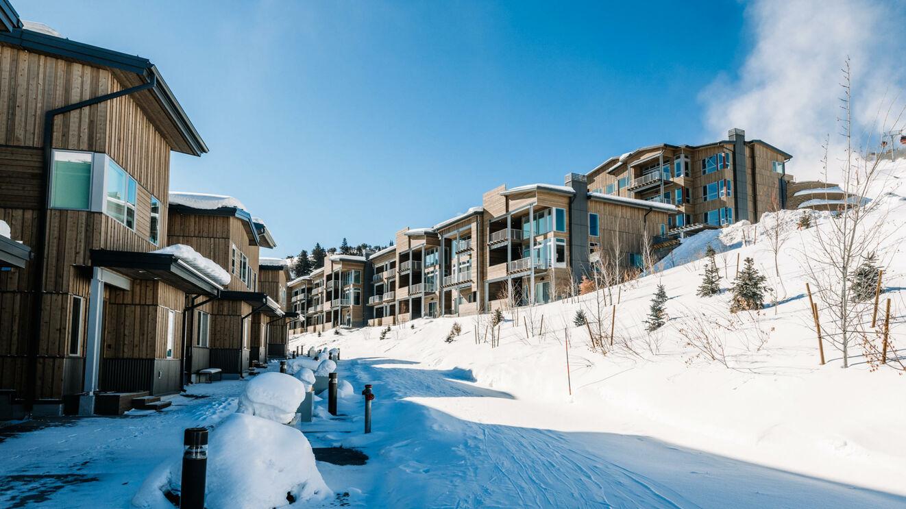 Ski Out Access
