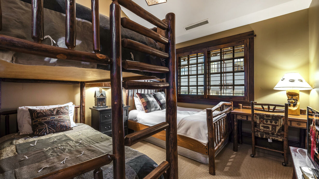 Guest Suite 3, Bunk Room