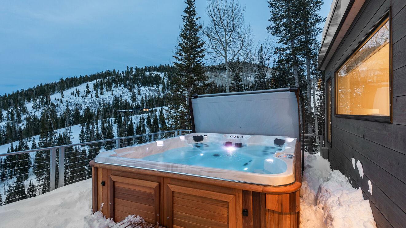 Hot Tub & Upper Deck in Winter
