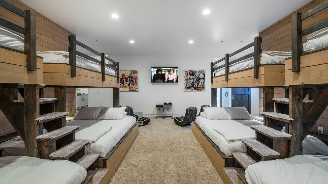 Guest Suite 7, Bunk Room