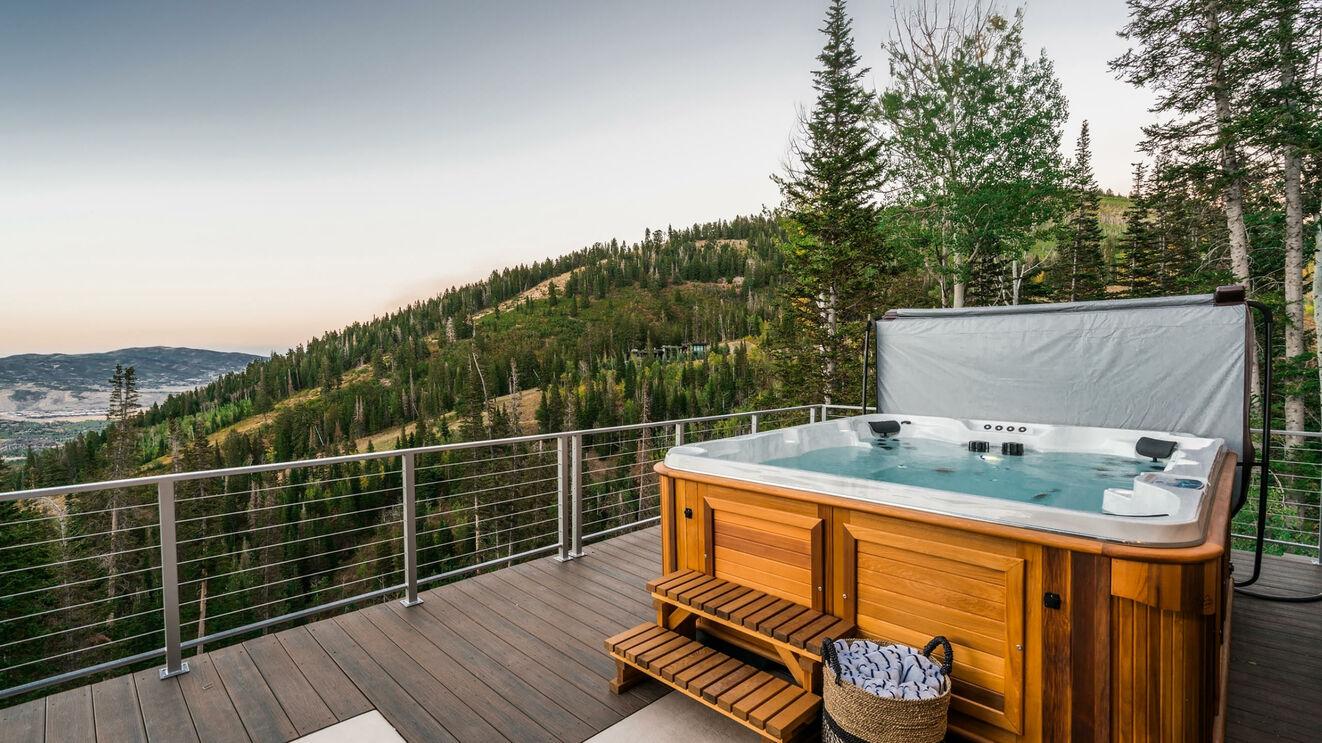 Hot Tub & Upper Deck in Summer