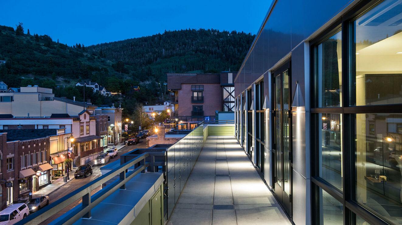 Upper Deck & Main Street Views