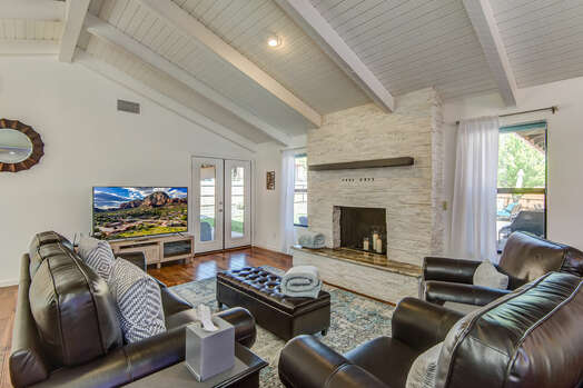 Spacious Living Room with Hardwood Floors, Patio Access and Red Rock Views