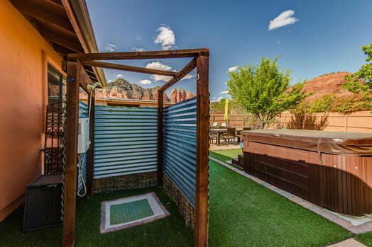 Private Outdoor Hot / Cold Shower and Hot Tub