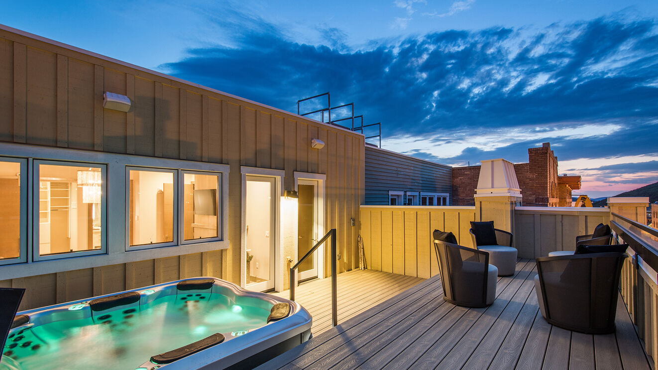 Private Hot Tub & Rooftop Patio