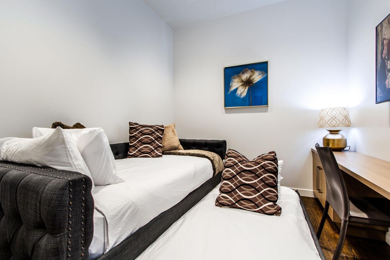 Guest Room/Den