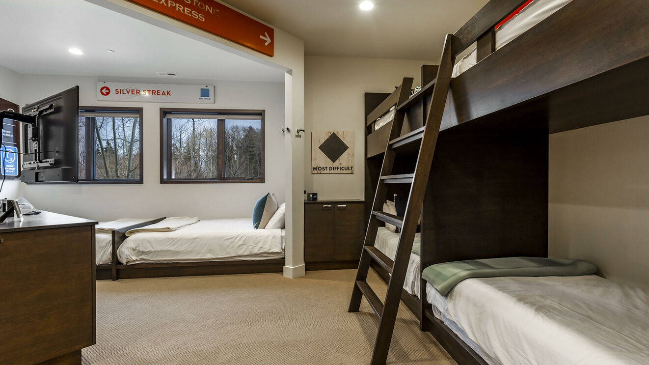 Guest Suite 6, Bunk Room