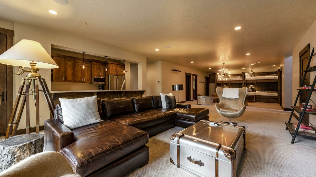Family Room & Lounge