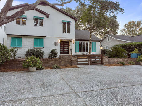 Front view of Rental and Driveway