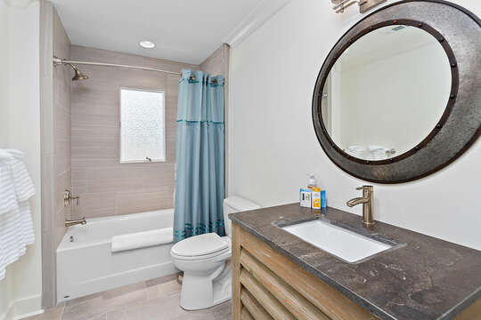 Full Bathroom with Shower/Tub Combo