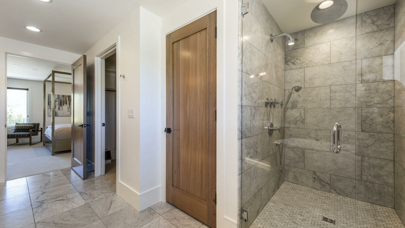 Upper Level Maser Ensuite