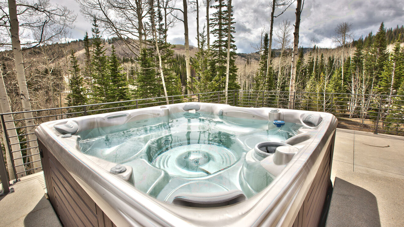 Private Hot Tub & Patio