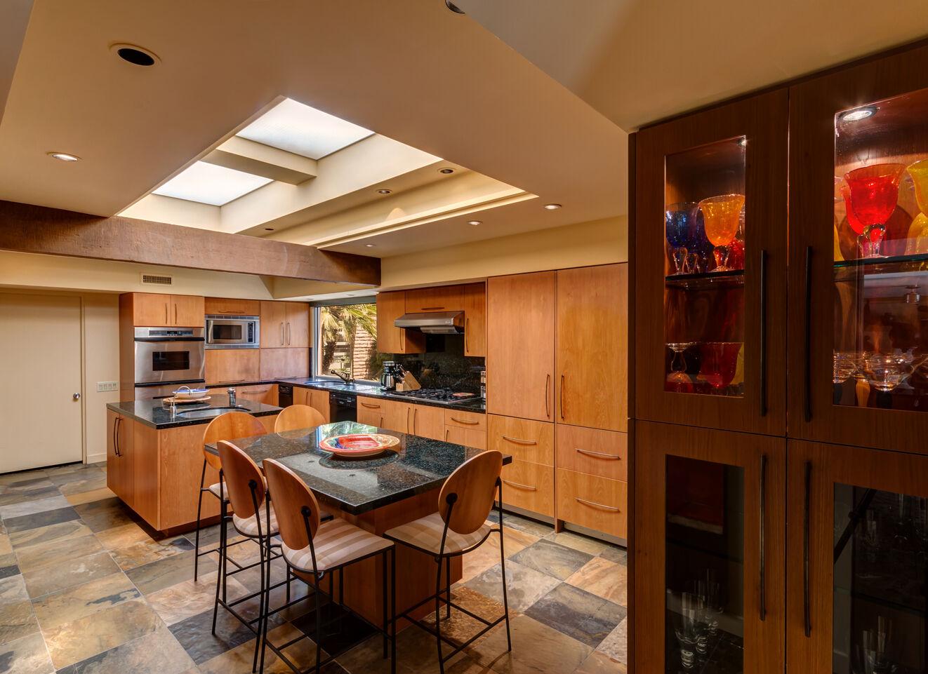 Kitchen & Prep Quarters