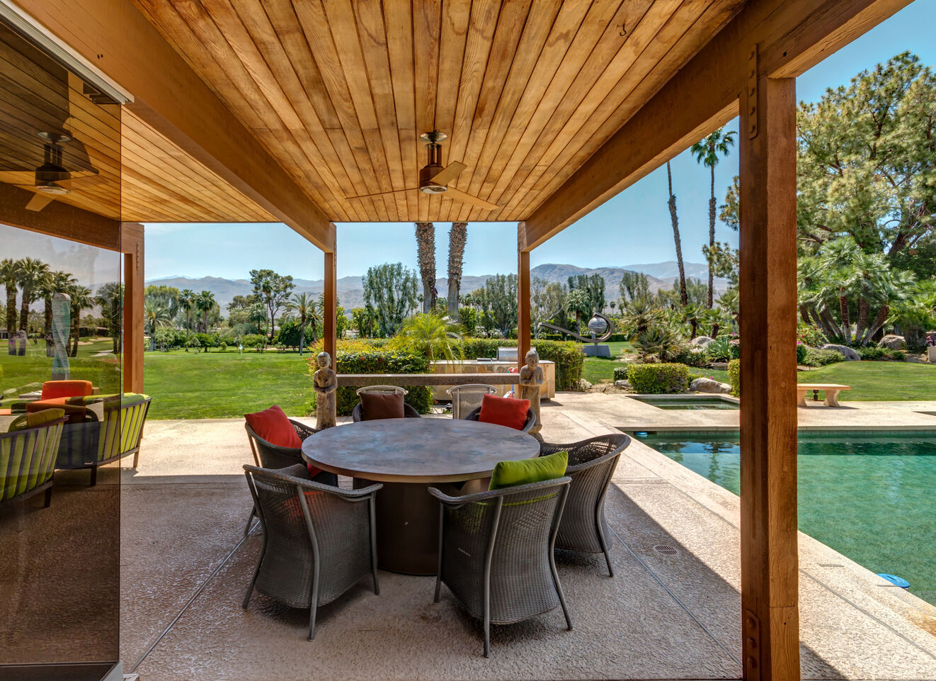 Outdoor Living Area & Grill