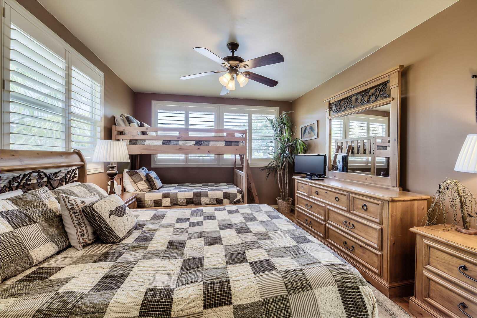 Large Bedroom in Crow's Nest with Clothing Storage