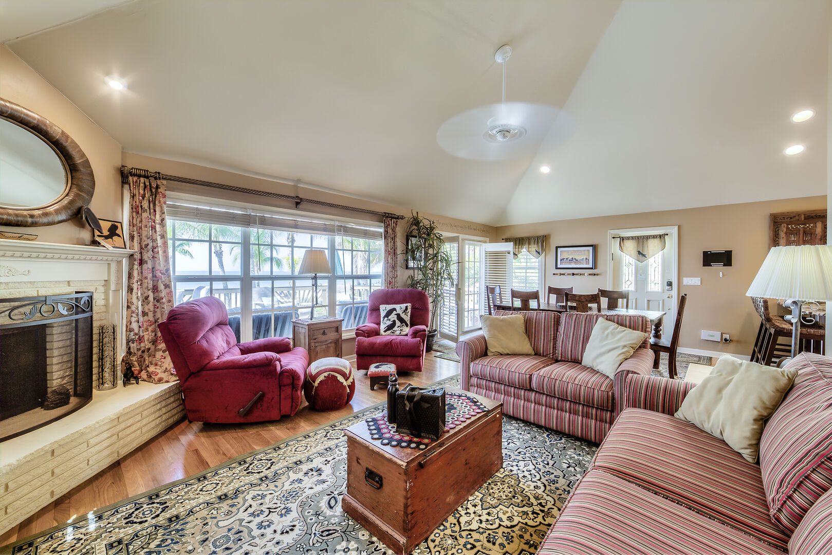 Cozy Livingroom Seating and Fireplace in the Crow's Nest