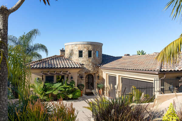 Image of San Diego Vacation Rental and Drive Way.