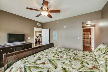 (King) Master bedroom with beautiful view of the Gulf