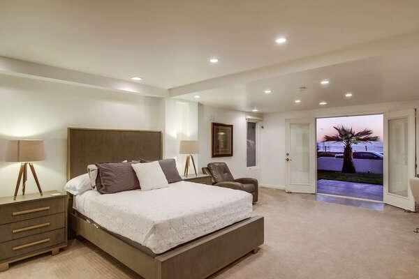 Guest Bedroom with Ocean Views, Queen - Lower Level