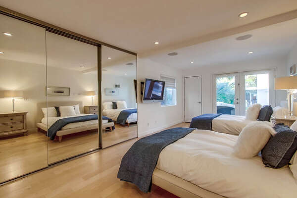 Guest Bedroom with Pool View, 2 Full Bed - Lower Level