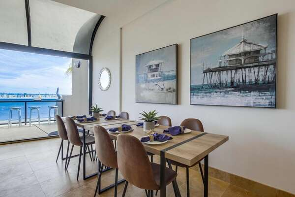 Dining Area Can Seat 8 Guests.
