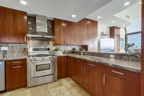 Image of Fully Stocked Kitchen.