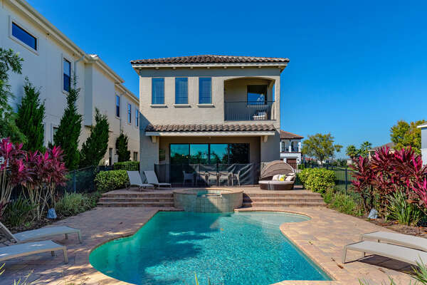 Book your stay at Golden Bear Villa today