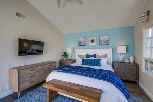 Master bedroom - King bed - 2nd floor