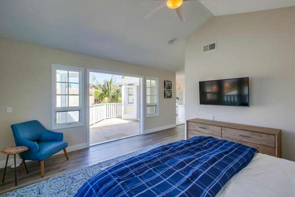 Master Bedroom - King bed with spacious balcony