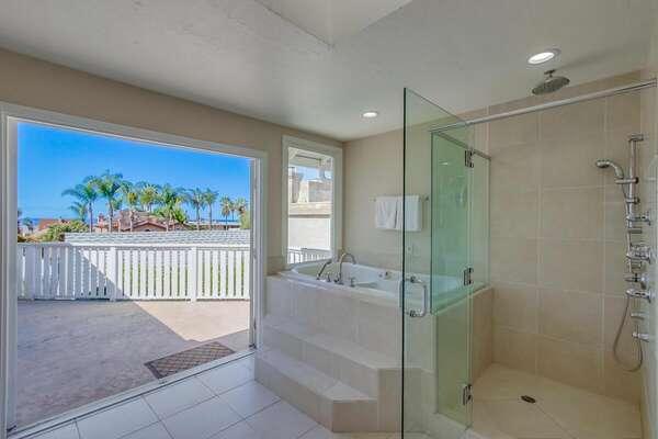 Master En-Suite Bathroom - Spacious balcony with ocean views