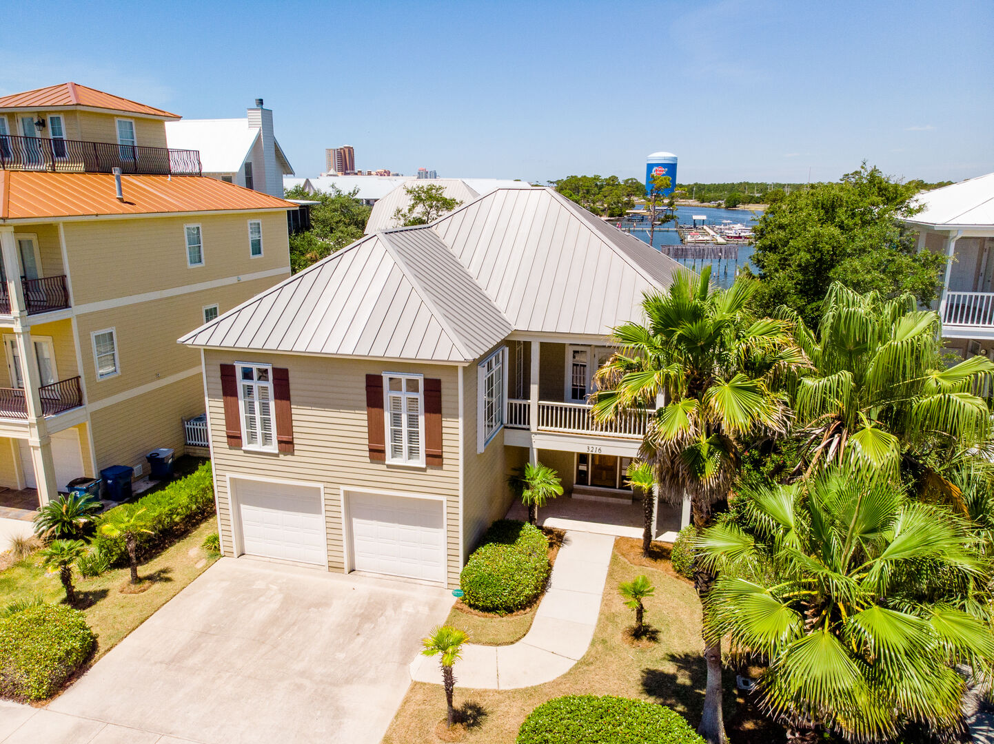 An Image of the Drive Way Leading to Orange Beach Vacation Rental.