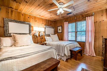 Guest Bedroom with 2 double beds