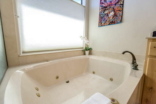 Roomy Jetted Tub