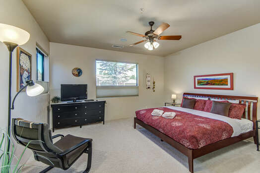 Master Bedroom 2 with a King Bed and 32