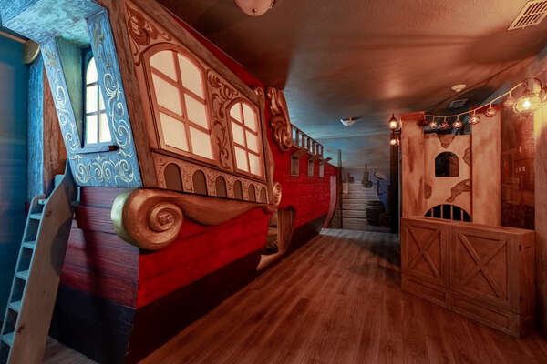 Search for buried treasure in this pirates bedroom!