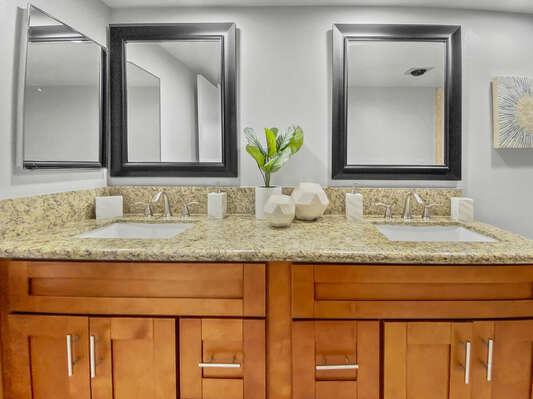 Master En-Suite Bath - Ground Floor