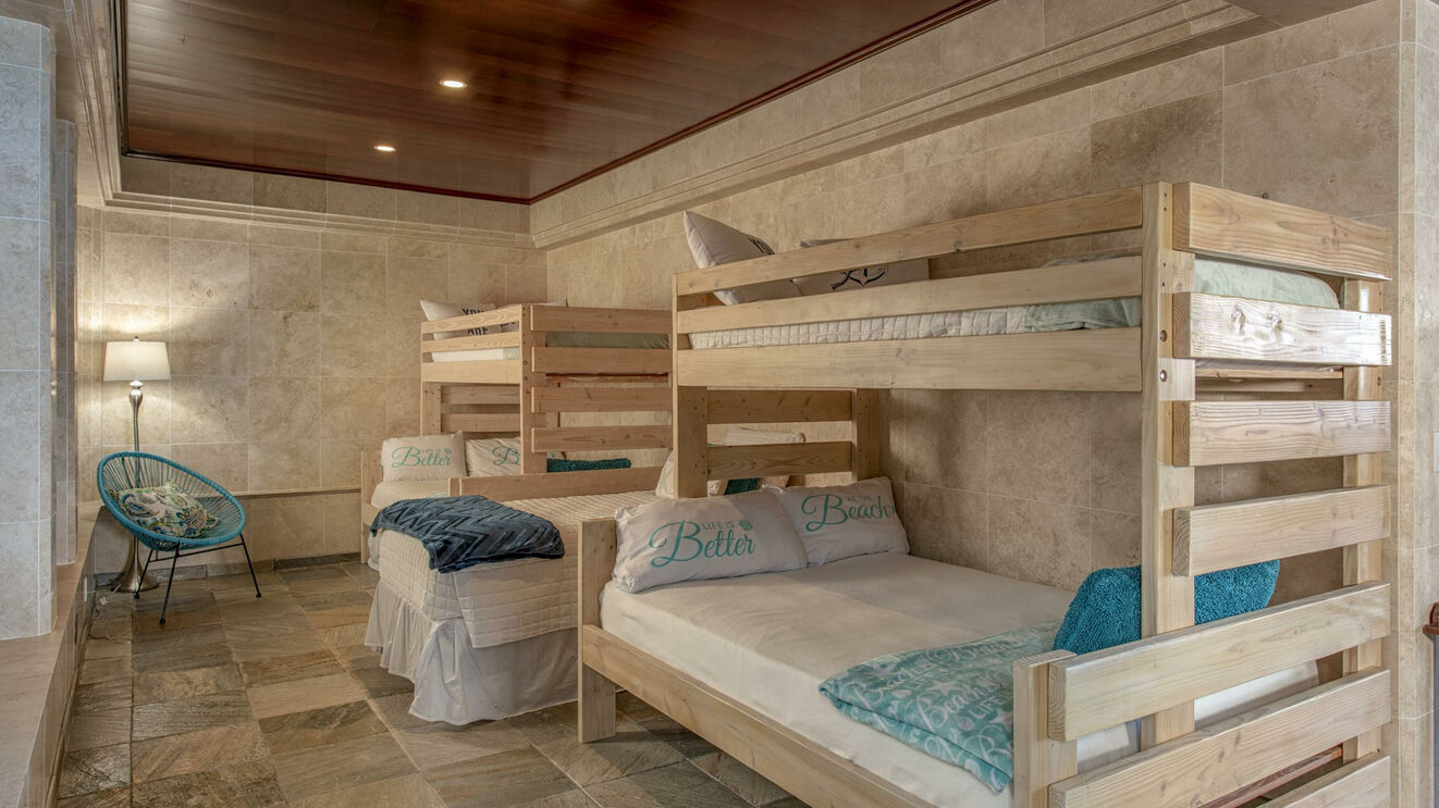 Guest Suite 5, Bunk Room