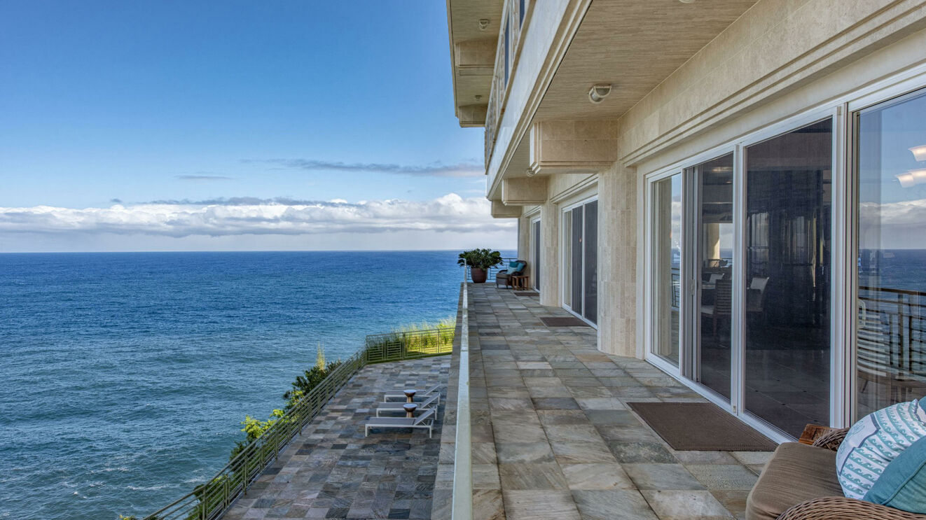 Balcony & Ocean Views