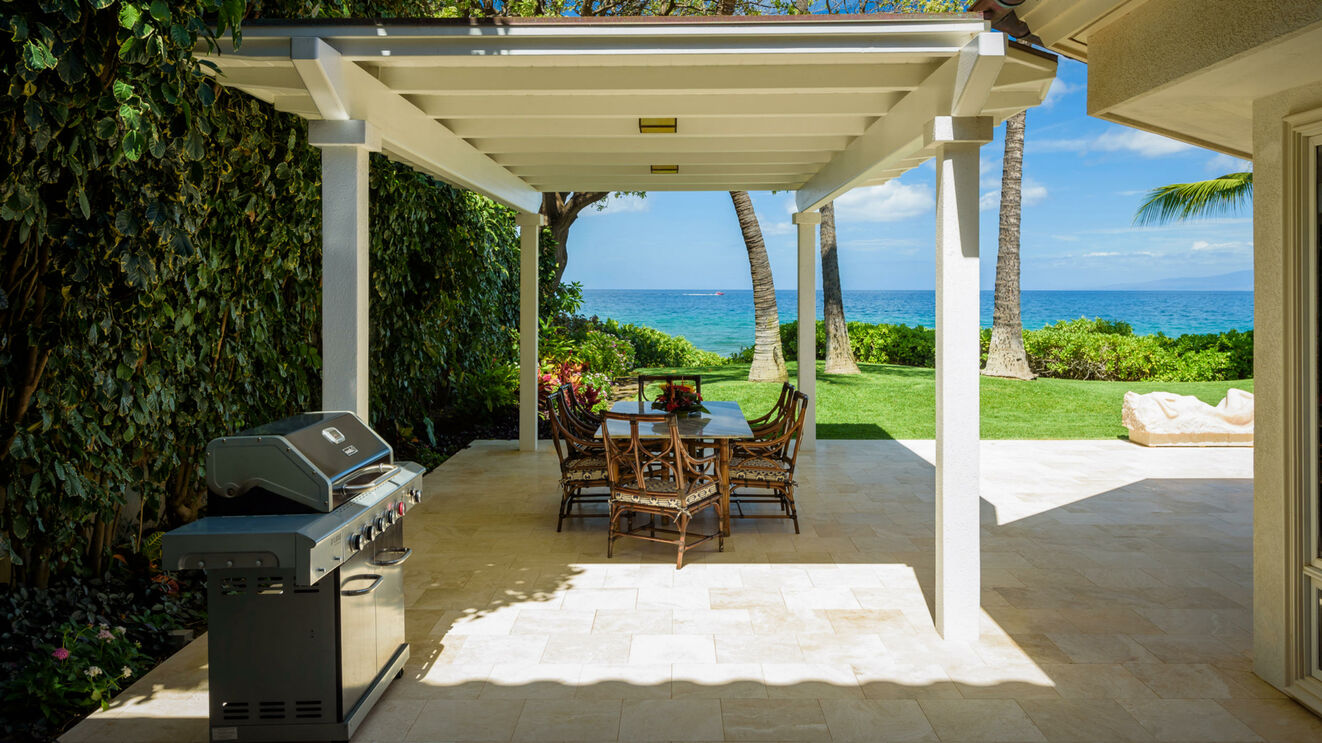 BBQ Grill & Outdoor Dining on Lanai