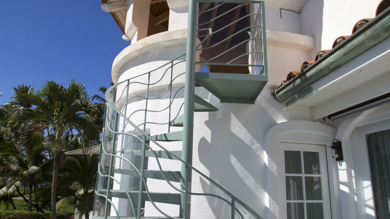 Master Suite Private Lanai & Spiral Stairs to Tower