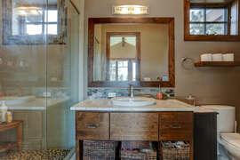 Bedroom 4 (2nd Floor) - En Suite Bathroom