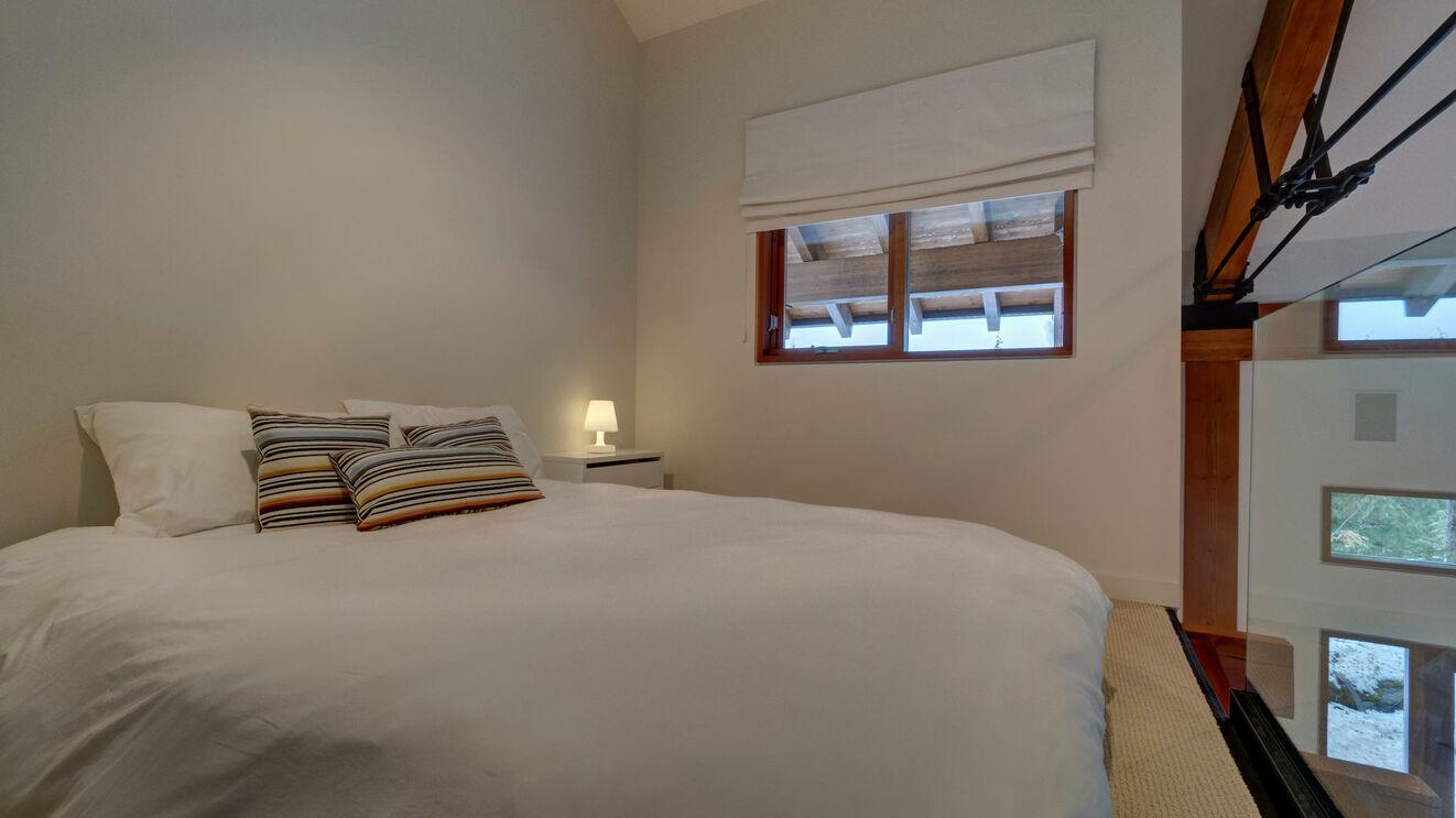 Guest House Additional Loft Bedding