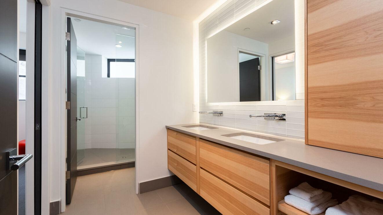 Shared Bath - Room 6 & 7